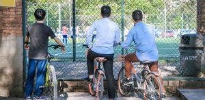 Băieții la școală – ce este esențial să știe părinții și profesorii
