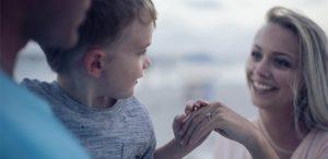Cum îi facem pe copiii noștri să se simtă iubiți? (Comportamente de iubire)