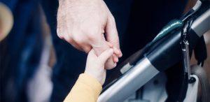 Nu putem crește copiii singuri, parentingul este o poveste socială