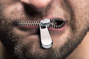 Oglindirea în tăcere sau cuvintele care asurzesc sufletul