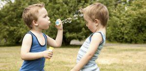 cum-sa-ii-invatam-pe-copii-sa-fie-buni-amabili-si-generosi