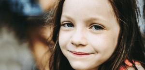 o-lectie-de-curaj-obisnuit-cum-si-de-ce-sa-imbratisam-vulnerabilitatile-copiilor-nostri