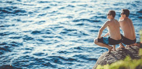 Bromance — și bărbații pot dezvolta relații bazate pe emoții